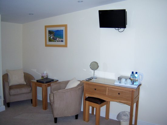 Hendre Barns: B&B - Comfortable seating in all bedrooms