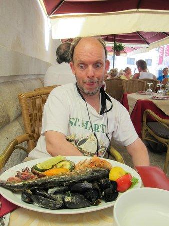 Bistro Teatar: Fish Menu: Delicious and big!