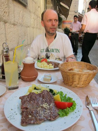 Bistro Teatar: Dalmatian Rib-Eye Steak: Perfect for my taste!