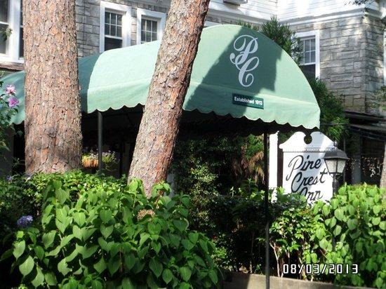 The Pine Crest Inn: Front entry