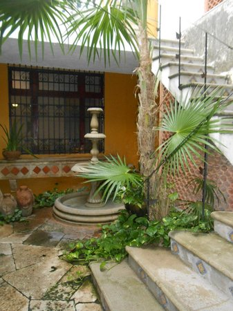 Luz En Yucatan: One of the patios