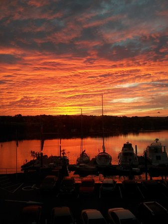 Trident Hotel Kinsale: A room with a view - sunrise over Kinsale