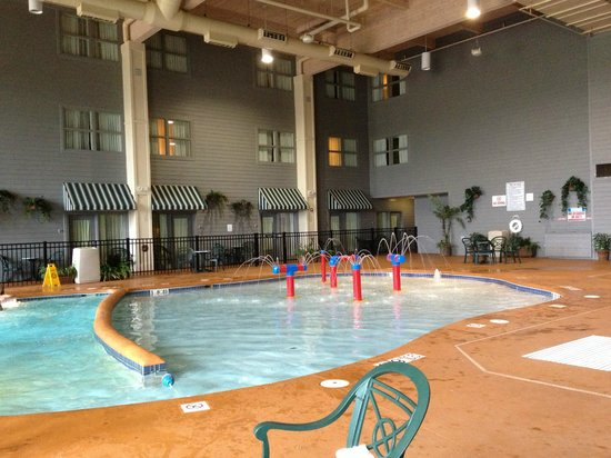 Holiday Inn Express Hotel & Suites Milwaukee Airport: Shallow pool