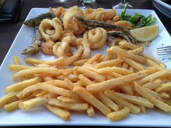 Moniga del Garda, Italy: fritto misto con patate