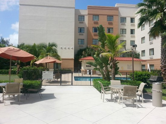 Homewood Suites West Palm Beach: Beautiful Pool Area