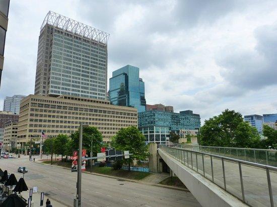 Hyatt Regency Baltimore Inner Harbor: Passarela que liga o hotel ao Inner Harbour