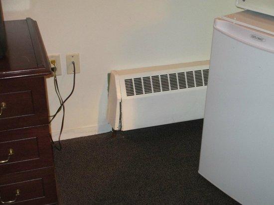 Powder Springs Inn: Damaged heater