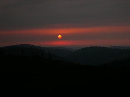 L'Auberge de la Chaume de Schmargult : coucher de soleil sur les crètes