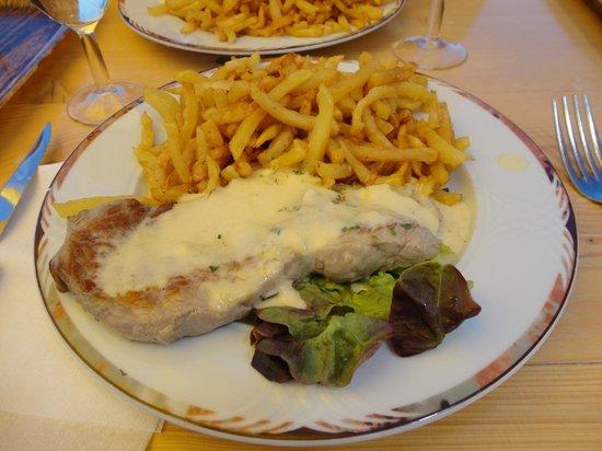 L'Auberge de la Chaume de Schmargult : steack sauce au munster avec frites