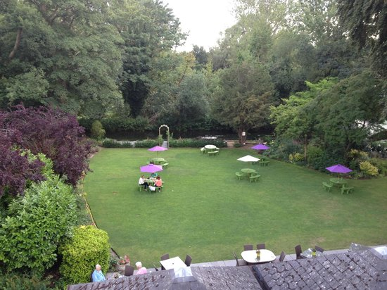 Riverside House Hotel : View of the garden from Room 23