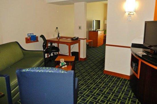 Fairfield Inn & Suites Santa Cruz - Capitola : sitting area