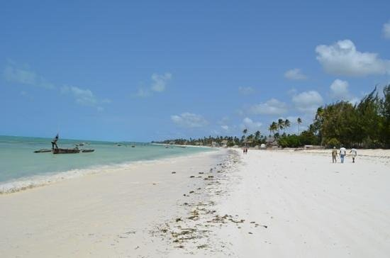 Spice Island Hotel Resort Zanzibar: the endless beach at the resort side