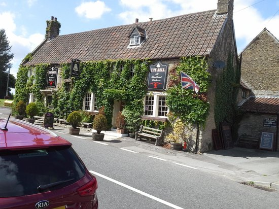 The Bell Inn: lovely country pub