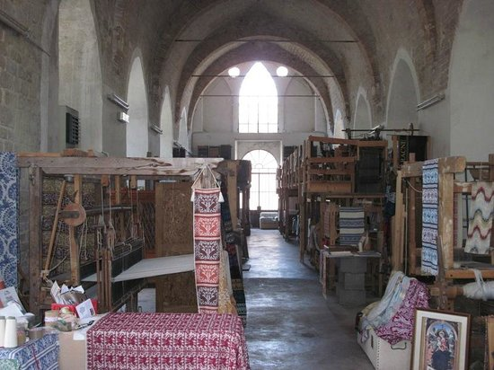 Museo-Laboratorio di Tessitura a Mano Giuditta Brozzetti : Ancient looms in an ancient church