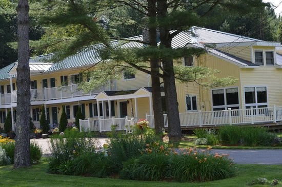 The Arbor Inn: Beautiful and well maintain Inn and grounds