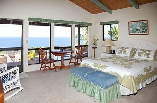 Makai Hale: Ocean View Bedroom