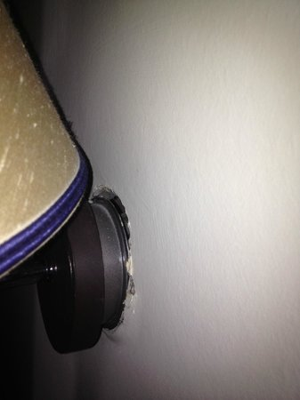 Malmaison Hotel: broken wall lamp