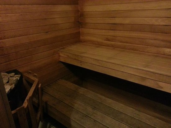 Best Western Plus Ottawa Downtown Suites: The inside of the sauna is a little small but great if you are alone!