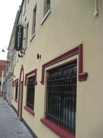 Tinney's bar: Profile