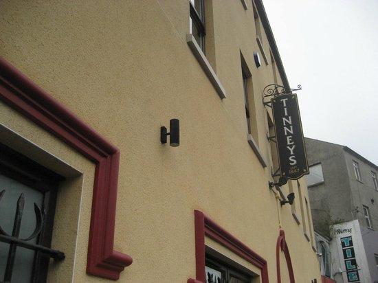 Tinney's bar: Sign