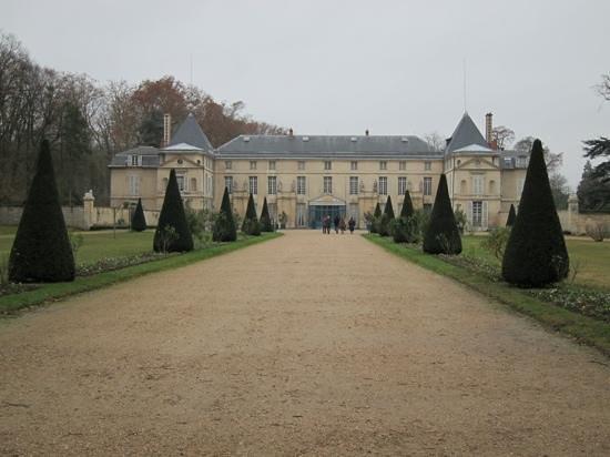 Chateau de Malmaison: Zufahrt zum Schloss