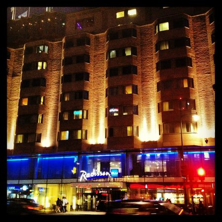 Radisson Blu Royal Viking Hotel, Stockholm: Hotel at night