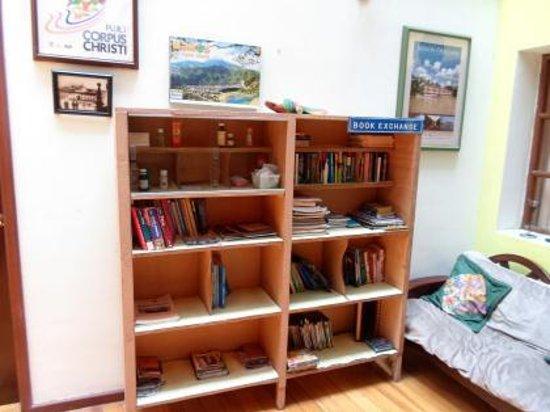 Aleida's Hostal: book exchange