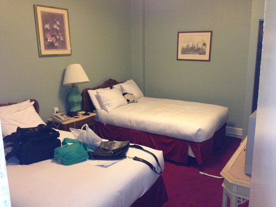 Windsor Inn: Our room with dbl beds.