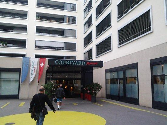 Courtyard Zurich North : entrada