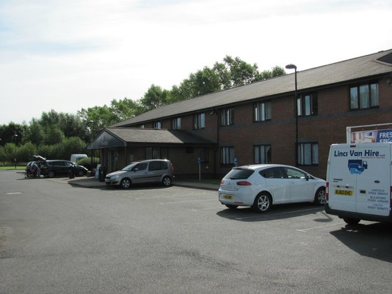 Travelodge Carlisle Todhills: The hotel front and reception