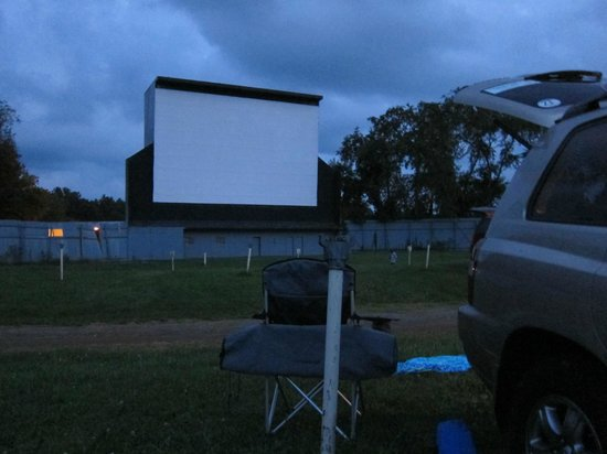 Moonlite Drive-In Theatre: Fun under the stars