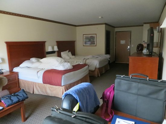 Best Western Plus Vancouver Mall Drive Hotel and Suites : A little messy - but here's the room!