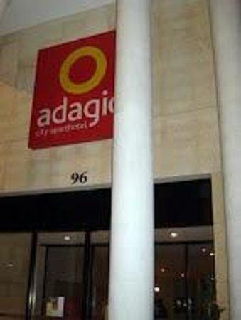 Adagio City Aparthotel Montrouge : Entrada do hotel
