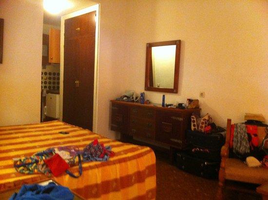 Bajondillo Apartments: inside room