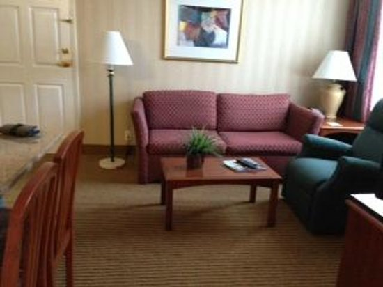 Homewood Suites by Hilton Falls Church : View from bedroom to living room