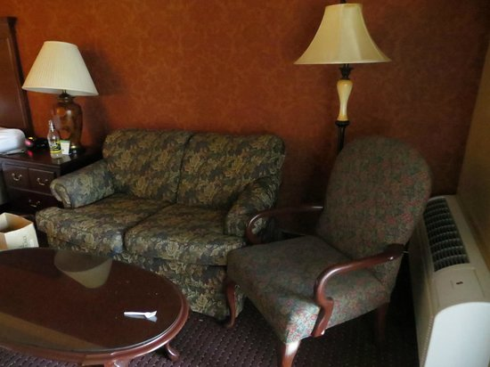 BEST WESTERN PLUS Humboldt House Inn: Great couch area with good lighting