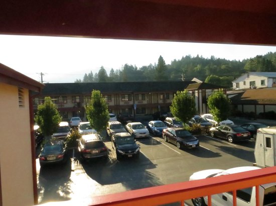 Best Western Plus Humboldt House Inn: Parking lot