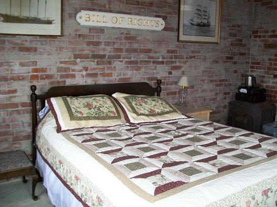 Rose Island Lighthouse: Fog Horn Bedroom