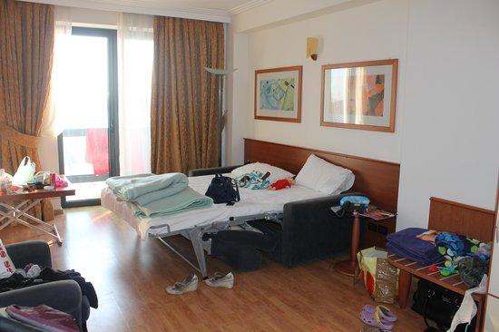 Butrinti Hotel: Livingroom with sleeping sofa
