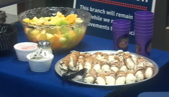 Nikoli's Pizza and Catering: Catering - Cannolis and fruit tray