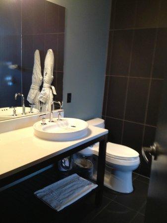 Iron Horse Hotel: Bathroom