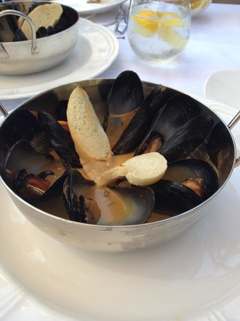 Mrs K's Toll House : steamed mussels in sauce (my half - nice portions!)
