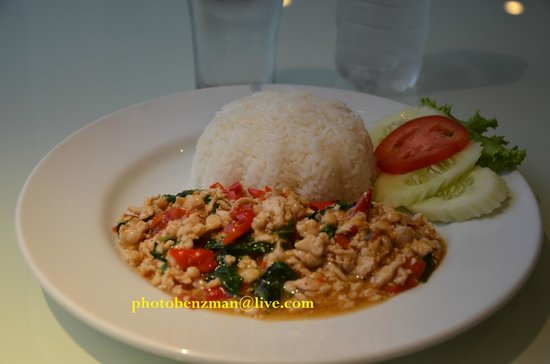 Unico Express Hotel: Thai food PackaKhoMoo aroy mak ...