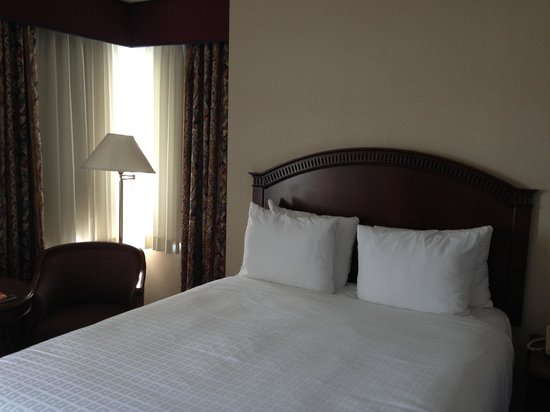 Coast Plaza Hotel & Conference Centre: Comfy and clean beds