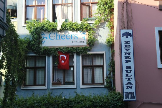 Cheers Hostel: Fachada