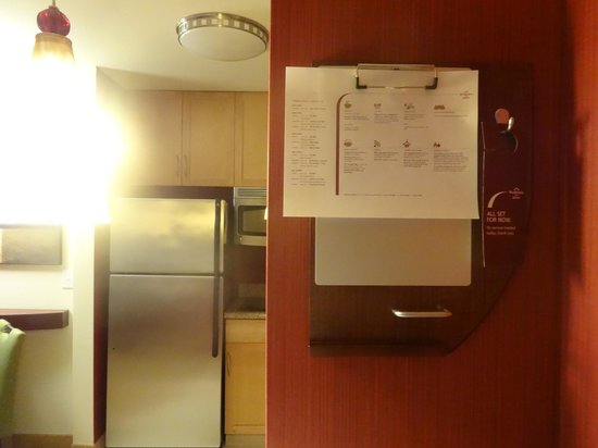 Residence Inn Duluth: Entrance to room had listing of the free meal offerings for the week.