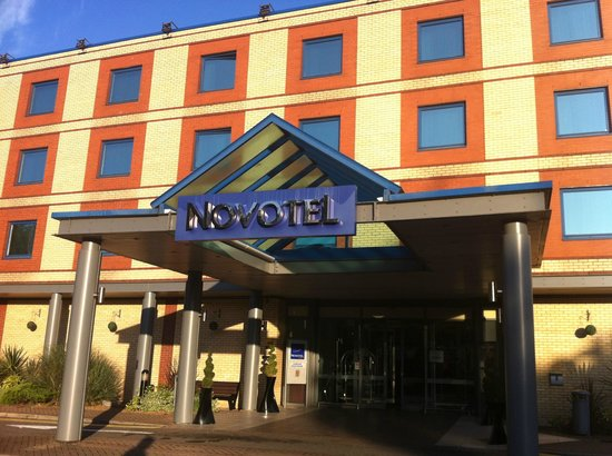 Novotel London Heathrow: Front