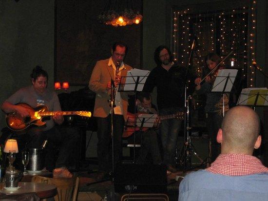 Thelonious Jazz Club: Django Reinhardt style band