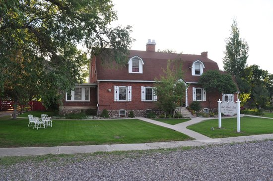 Red Brick Inn of Panguitch B&B: View from the front