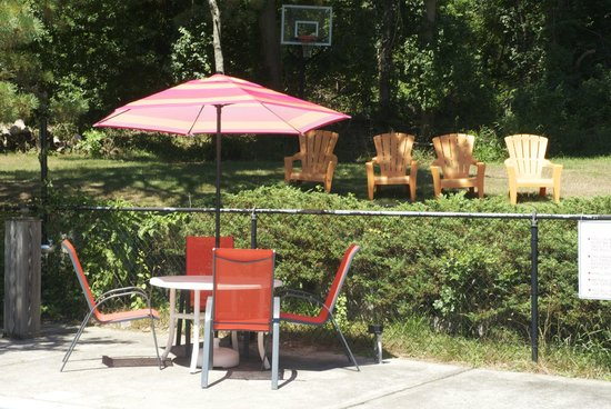 Easterner Motel: Pool Area